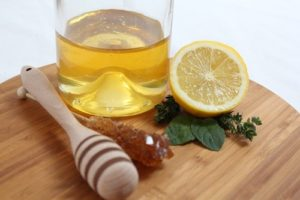 manuka honey turmeric and lemon face mask